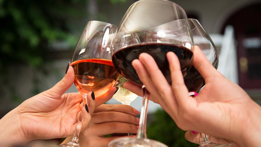 Taste-wine-like-a-professional-this-summer