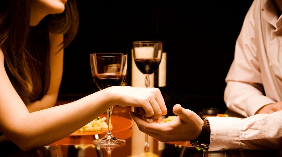 Enjoy-Your-Wine-Glass-Night-Special-With-Your-Partners