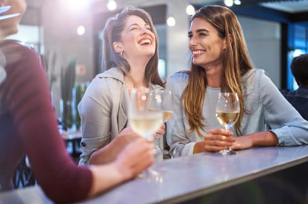 women-drinking-white-wine_drink
