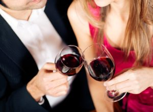 couple-clinking-wine-glasses1